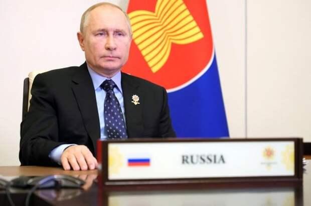 Путин призвал медиков просвещать россиян о важности вакцинации от COVID-19