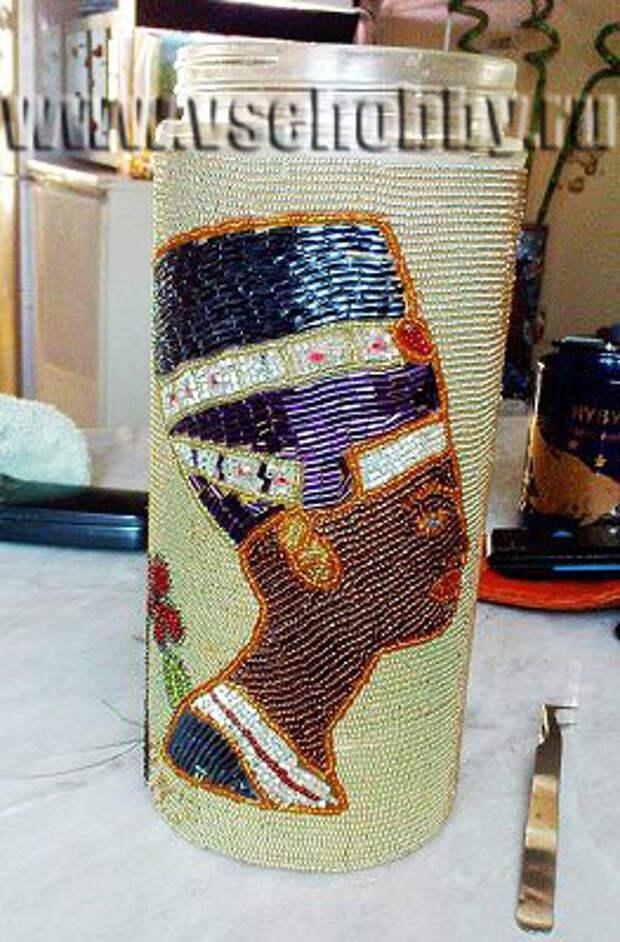 ваза украшенная бисером вид с противоположной стороны