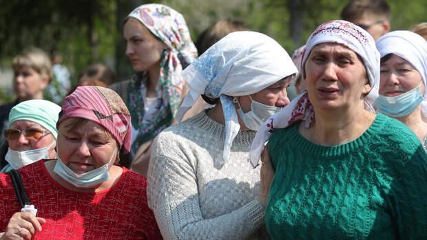 В Казани похоронили учительницу, закрывшую собой учеников при стрельбе в школе