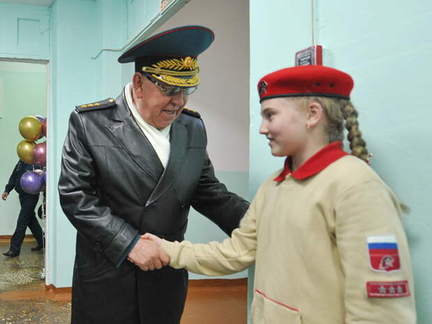Школе №10 в Можге присвоили имя генерал-полковника Сергея Маева