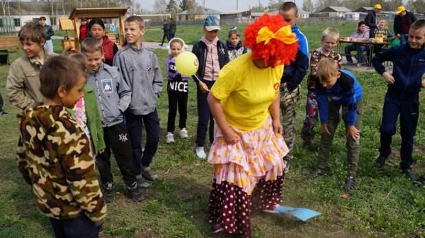 Партия реальных дел. Эсеры подарили детям из Бурлинского района игровую площадку