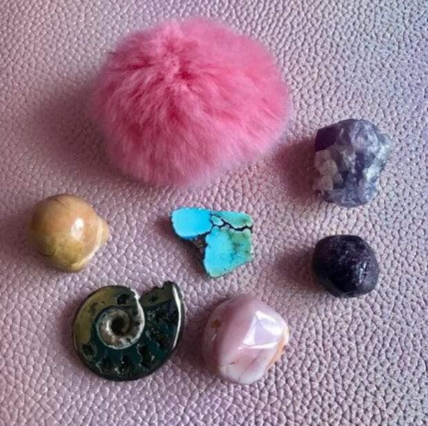 7 камней-амулетов радости...