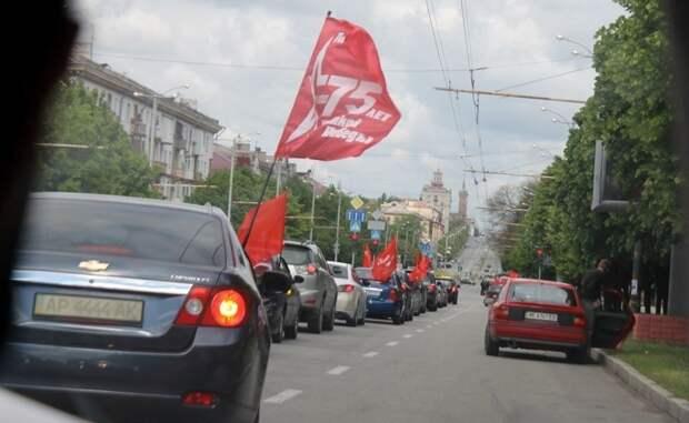 «Со слезами на глазах»: харьковчане растрогались при виде автоколонны в честь Дня Победы