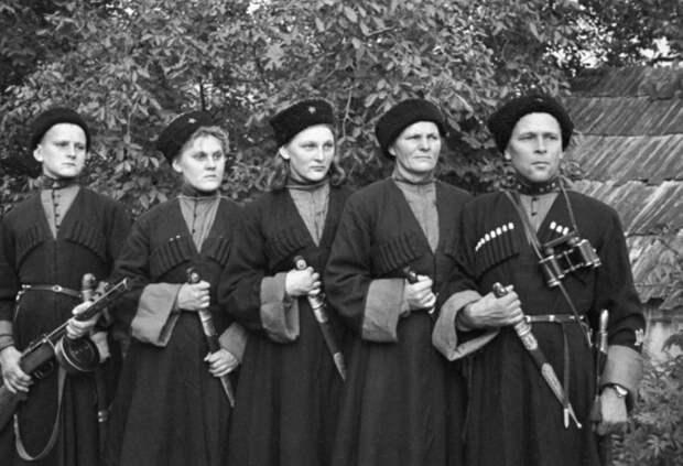 В рядах пластунов были даже женские отряды в Великую отечественную войну / Фото: smolbattle.ru