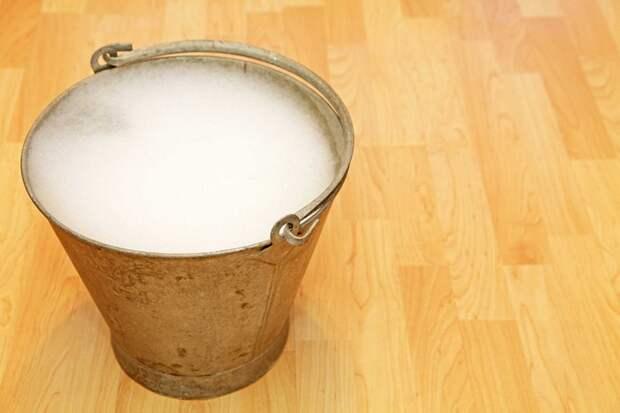6 в меру экстремальных способов, как прочистить засор в унитазе без вантуза и «химии»