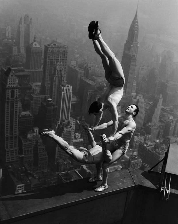 Акробаты на крыше Эмпайр-стейт-билдинг