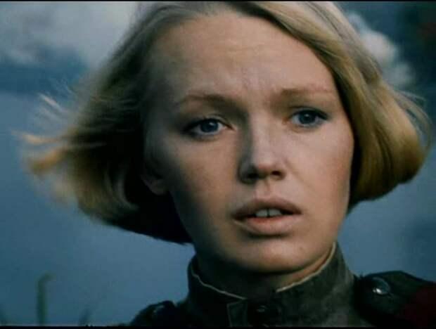Елена Попова (медсестра Шура из фильма «Батальоны просят огня») про 90-ые.