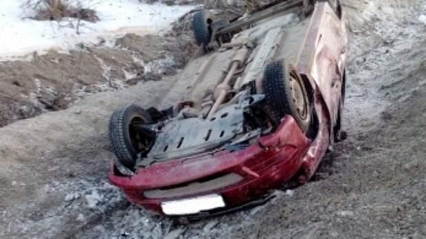 Три человека погибли в опрокинувшемся Renault в Кургане