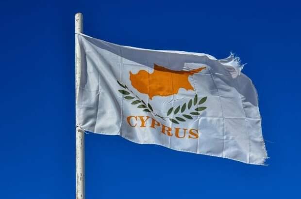 Привитые «Спутником V» смогут прилетать на Кипр без теста на COVID-19