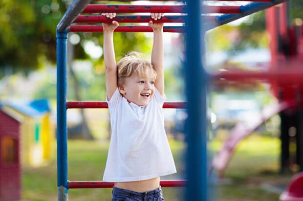 Во дворах на Челобитьевском и Дмитровском откроют детские площадки