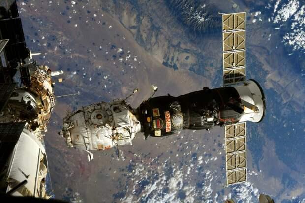 Падение модуля российской станции из космоса астронавты запечатлели на эффектных фотографиях