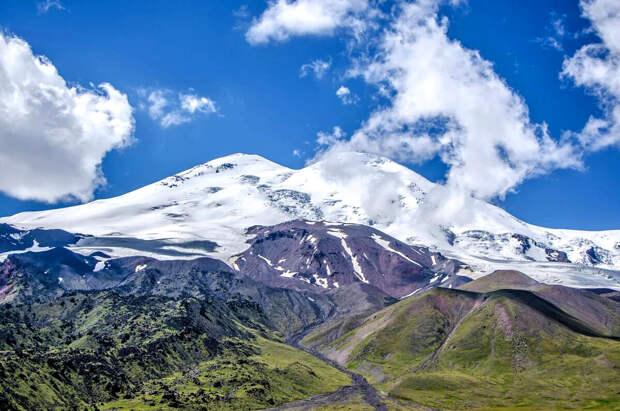Спасатели из-за непогоды не дошли до места на Эльбрусе, где находятся тела трех погибших альпинистов