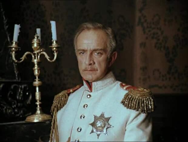 Как выглядел в детстве, аристократ советского кино Игорь Дмитриев и как сложилась его судьба, изображение №1