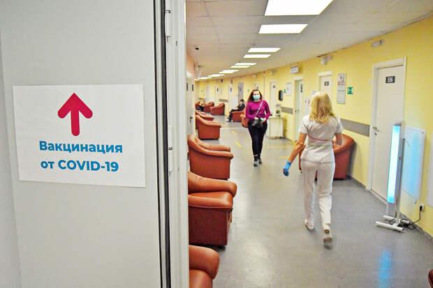 Мясников заявил о невозможности остановить коронавирус вакцинацией