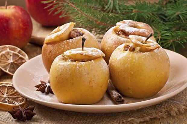 В печеных яблоках содержится много пектинов — веществ, которые поглощают холестерин. Фото: thinkstockphotos