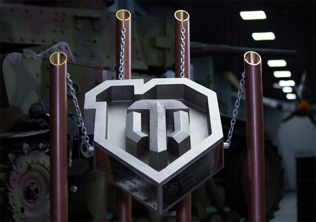 Логотип World of Tanks весит 65 кг!