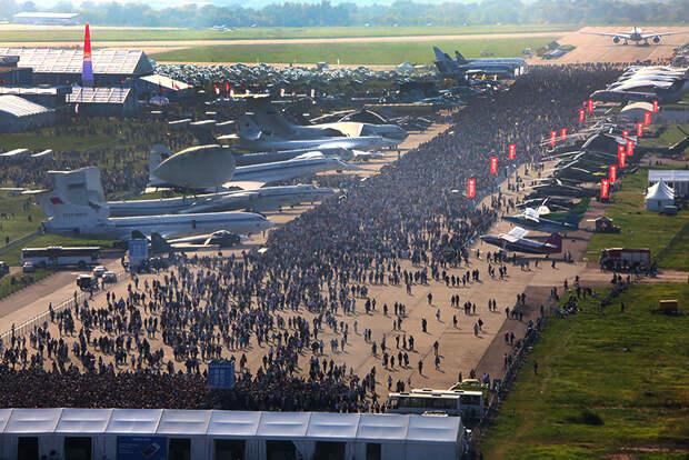 На фото: вид на территорию Международного авиационно-космического салона МАКС-2019 в Жуковском.