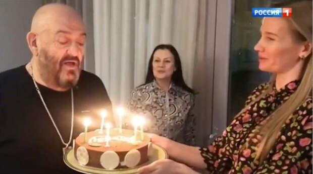 """""""Мы над этим работаем"""": 72-летний Шуфутинский и его молодая подруга хотят ребенка"""