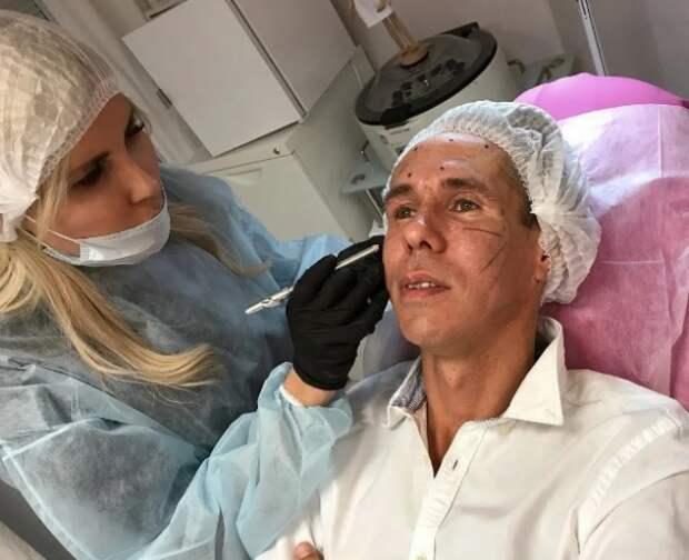 Переехавший в Испанию актер Алексей Панин омолодился у пластического хирурга