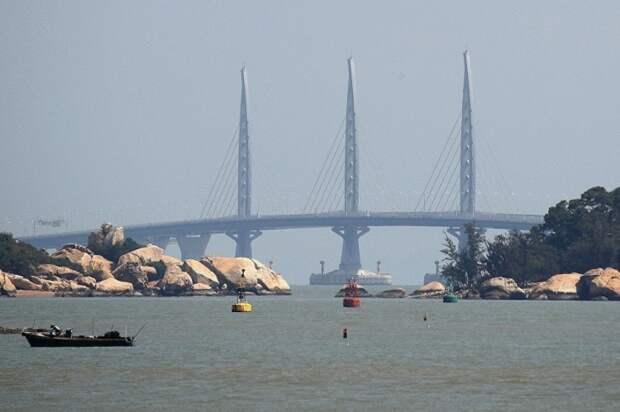 В Китае открыли самый длинный морской мост в мире. Он красив и шикарен, но его уже раскритиковали
