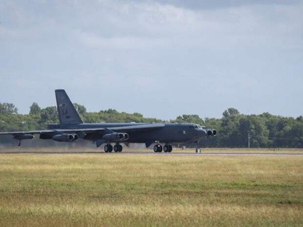 Из-за урагана в Луизиане эвакуируют бомбардировщики B-52 ВВС США с базы пребывания