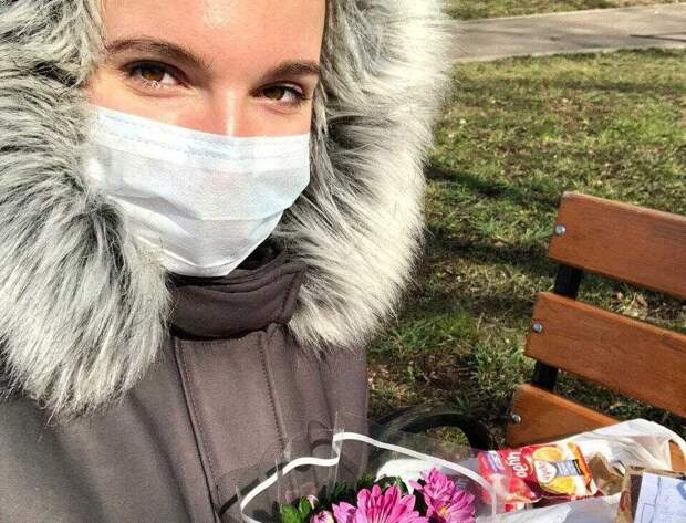 Анна Купряшкина из центра соцобслуживания Алтуфьева подарила праздник пожилой соседке Фото с сайта twitter.com/DTSZN_Mos