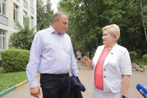 Петр Толстой проверил ход реконструкции школы № 1363 в Выхине-Жулебине