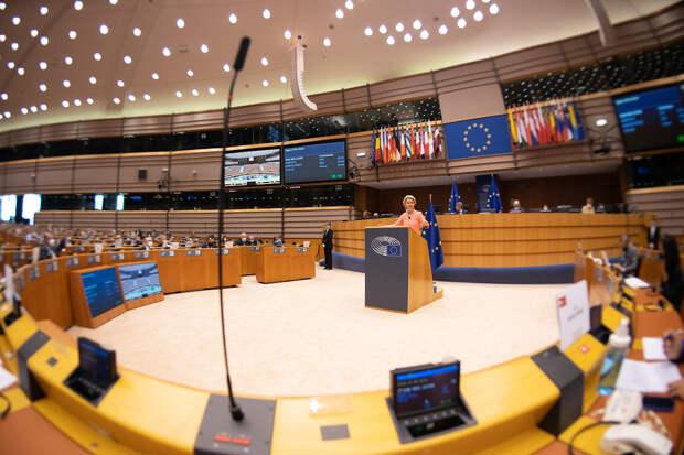 Европарламент призвал ЕС ввести санкции против олигархов из РФ