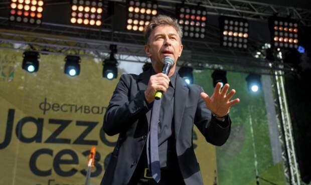 Сюткин рассказал, как артисты зарабатывают на онлайн-корпоративах
