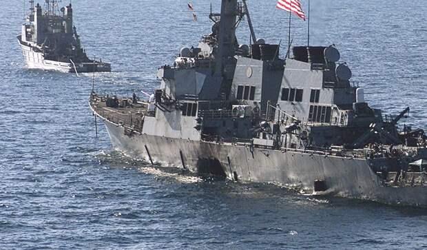 Буксировка поврежденного в результате диверсии американского ракетного эсминца типа « Арли Берк» буксирным судном ВМС США