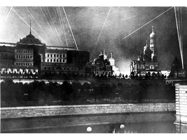 Как художники и архитекторы прятали Москву от фашистских бомбардировщиков