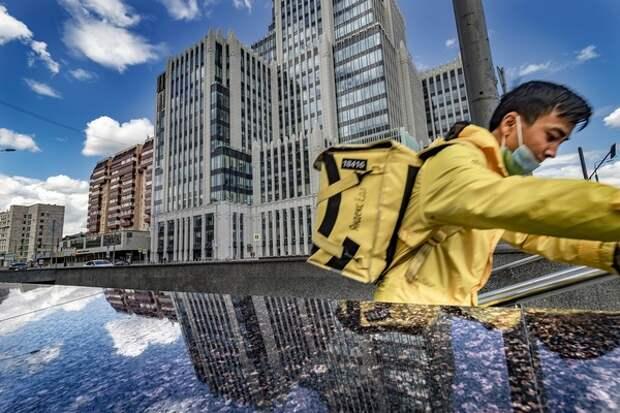 """""""И эти люди доставляют нам еду: в Яндекс-еда и Delivery хотят проверить видео о драке курьеров"""