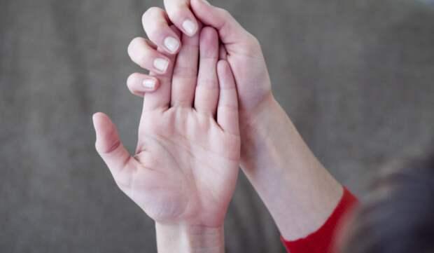 Врач рассказал об опасности холодных рук