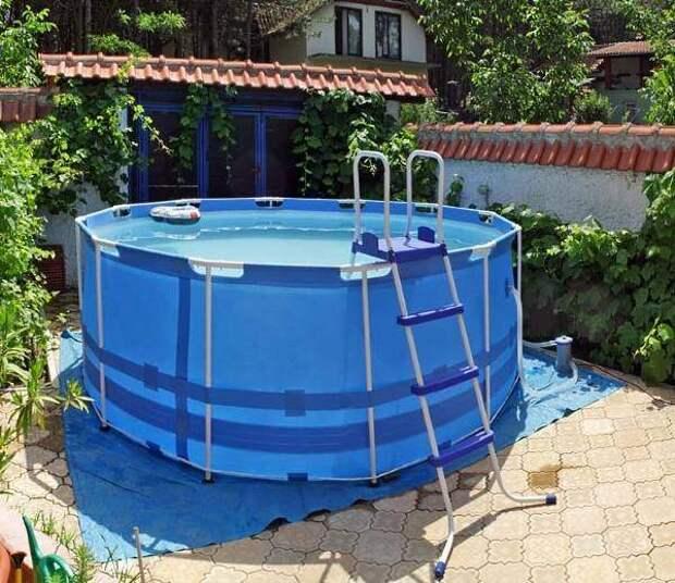 Маленький каркасный бассейн - фото на даче
