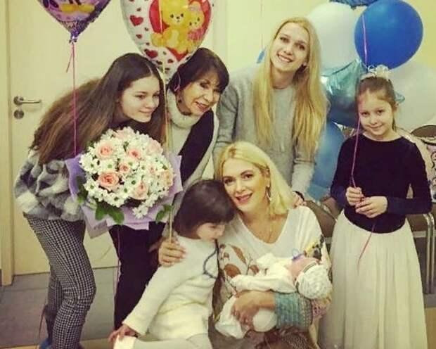 Многодетная мать Мария Порошина рассекретила на видео отца пятого ребенка