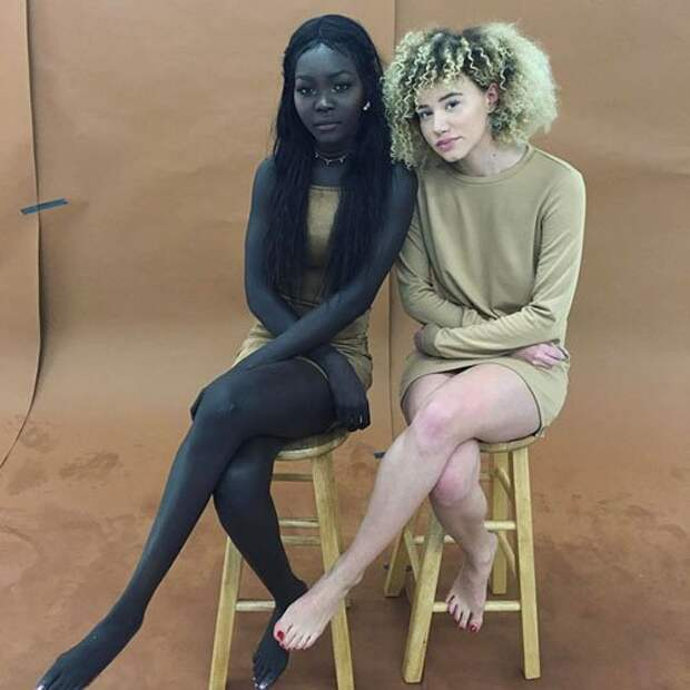 Модель с невероятно тёмной кожей