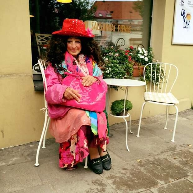 80-летняя бездомная из Вильнюса стала местной знаменитостью и настоящей иконой стиля