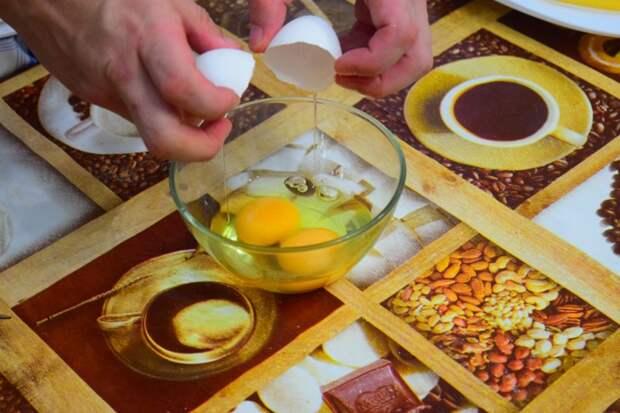 Взбиваем яйца Сырные палочки, видео, еда, к пиву, рецепт, своими руками