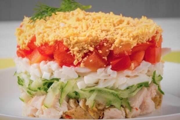 Фото к рецепту: Салат  нежный  с курицей