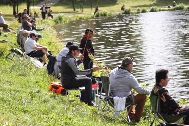 Рыбаки на Джамгаровском пруду/Роман Балаеву