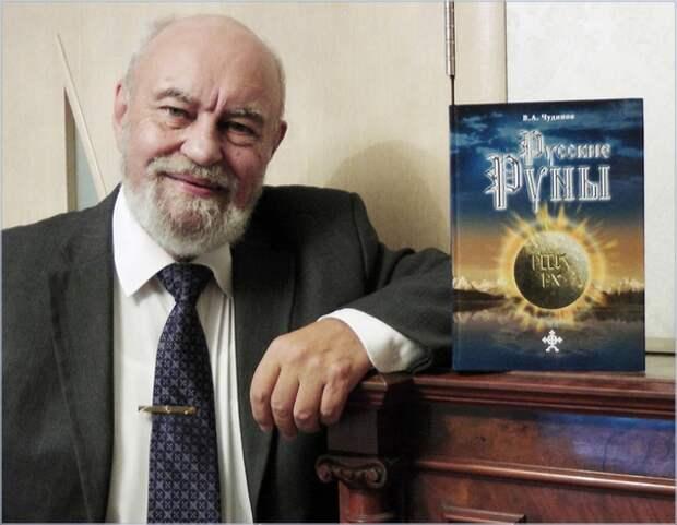 Валерий Чудинов и его книга. Источник фото: https://sun9-28.userapi.com/c851436/v851436793/1b9f6a/1Kp-v8JT4sQ.jpg