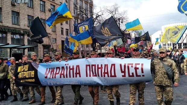 Александр Роджерс: Диалектическая пара «язык» и «сапог» на Украине вступила в синтез