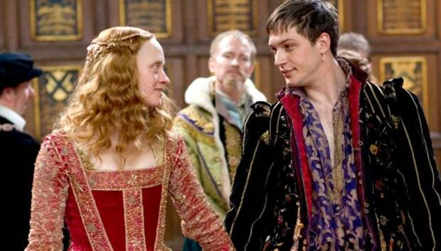 Почему на самом деле королева Елизавета наказывала придворных за браки