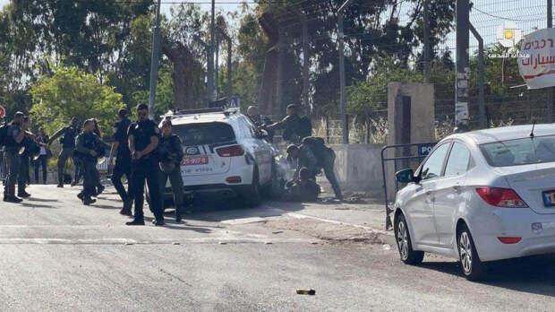 В Иерусалиме автомобиль протаранил полицейских