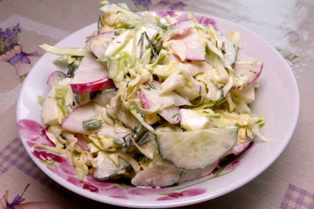 Фото к рецепту: Салат из молодой капусты