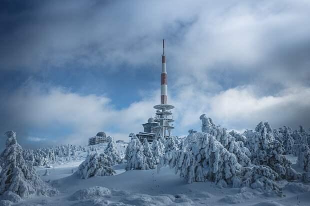 Гора Брокен практически постоянно окутана облаками и туманом, что добавляет ей мистики.