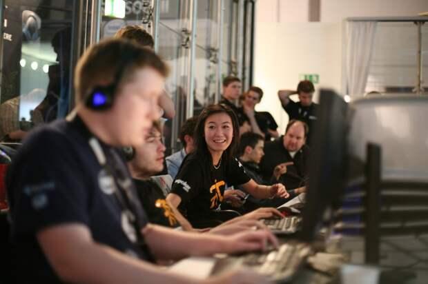 terraoko 2014 09 11 01 4 10 лучших профессиональных геймеров женщин