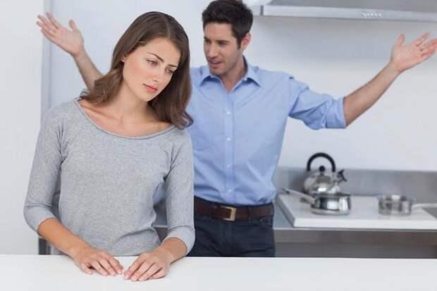 """""""Хорошая жена должна и на сто рублей мужу уметь стол накрыть"""" - заявил мне супруг"""
