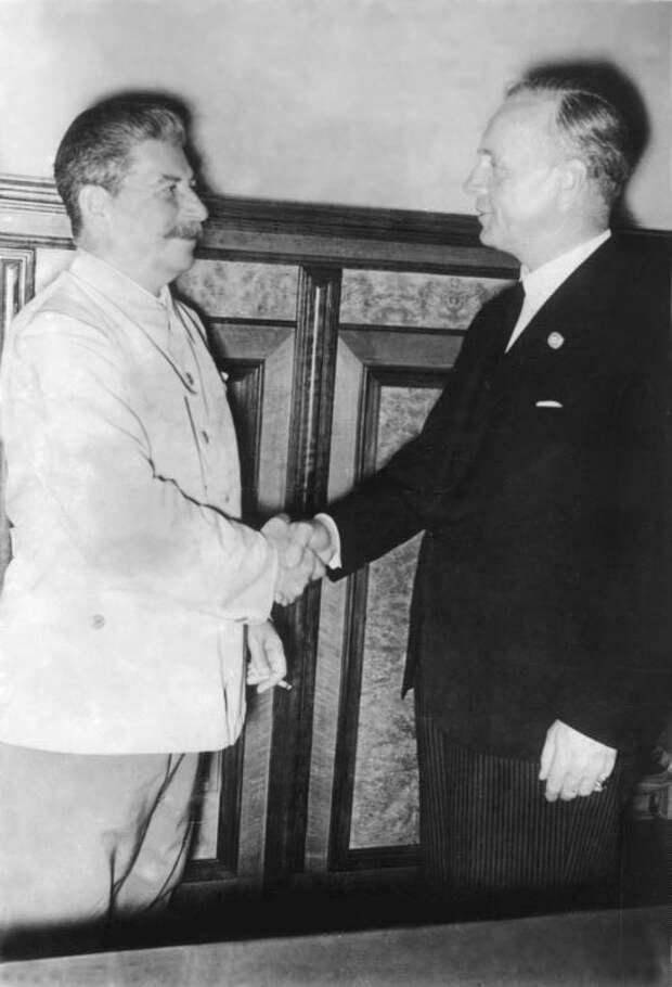 Риббентроп и Сталин в Кремле, август 1939 года