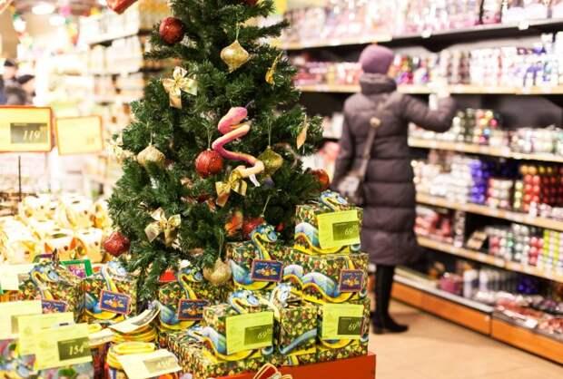 Старайтесь приобретать подарки и непортящиеся продукты пораньше / Фото: sterhluki.ru